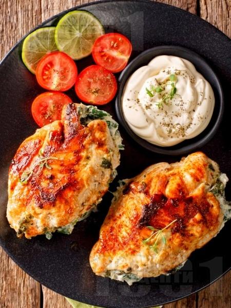 Пълнени пилешки гърди със спанак, крема сирене и майонеза - снимка на рецептата